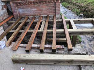 横架材を敷きました
